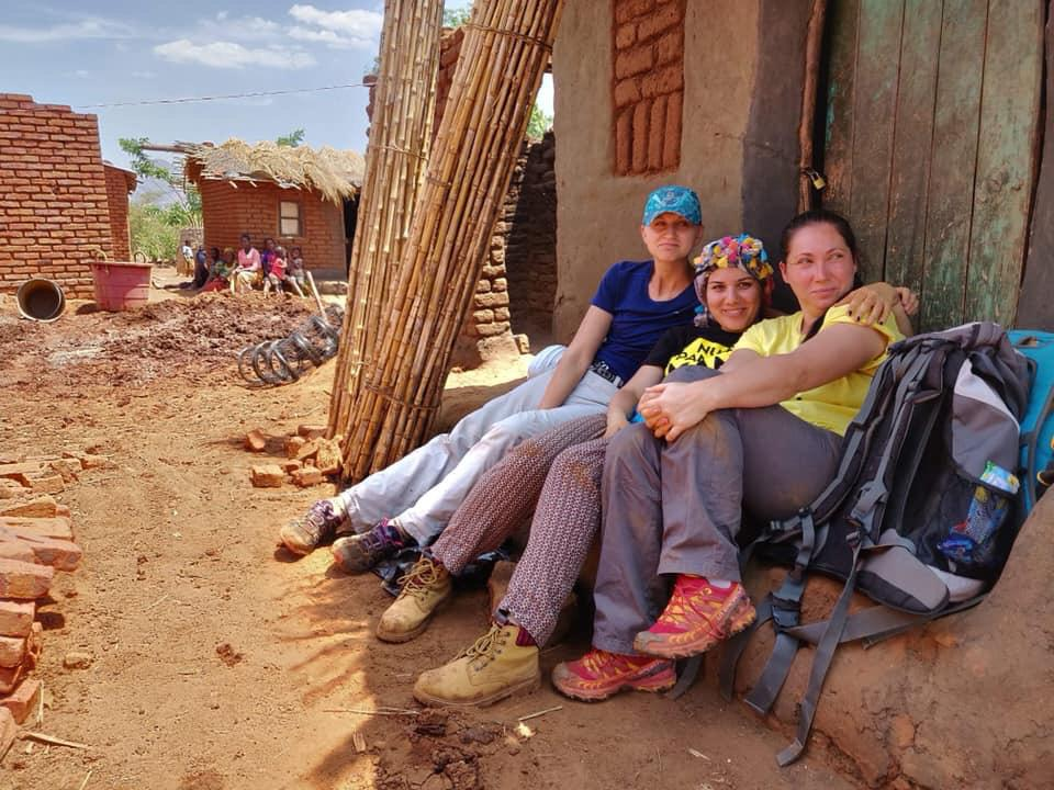 Andreea (left) and Tina (middle) with another volunteer in Malawi