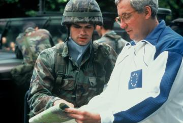 A soldier talking with an EU official © EU