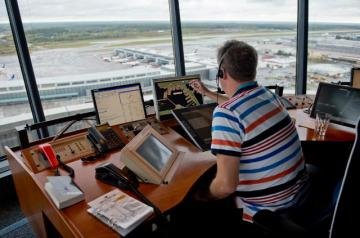 An agent in an airport control tower © EU