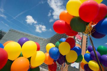 colouful ballons in front of the Berlaymont © EU