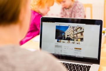 A young person checking housing listings online © EU