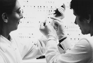 Researchers proceeding with an injection © EU