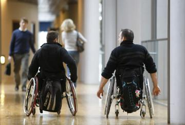 Two people in wheelchairs © EU