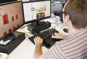 Somebody working on an online shopping platform © EU