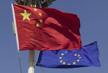 European and Chinese flags © EU