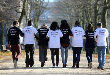 Young people wearing European Solidarity Corps t-shirts © EU