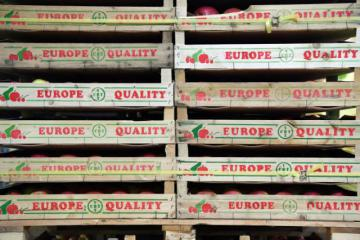 Food pallets with insciption 'Europe quality' © EU