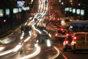 Cars in traffic and blurry lights © EU