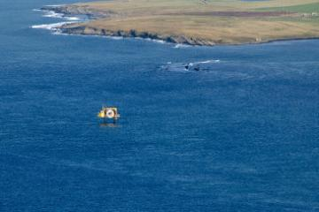 Sea energy infrastructure off a coast © EU