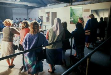 People queueing at the unemployment office © EU