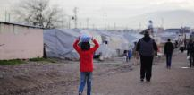Child in a refugee camp © EU