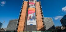 """European Pillar of Social Rights"" banner on the Berlaymont building © EU"