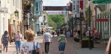 People walking on shopping street in Tallinn, Estonia © EU