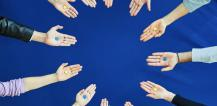 Hands holding blue and yellow stars © EU
