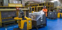 Worker in plastic recycling facility © EU