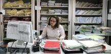 Woman working at desk © EU