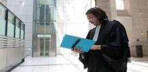 Judge holding folder © EU