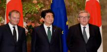 Mr Donald Tusk, Mr Shinzo Abe and Mr Jean-Claude Juncker © EU