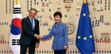 From left to right: Mr Donald TUSK, President of the European Council; Ms - PARK GEUN HYE, President of South Korea © EU