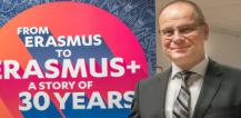 Tibor Navracsics in front of poster for the 30th anniversary of Erasmus © EU