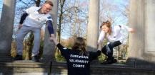 Young people wearing the European Solidarity Corps (ESC) t-shirt © EU