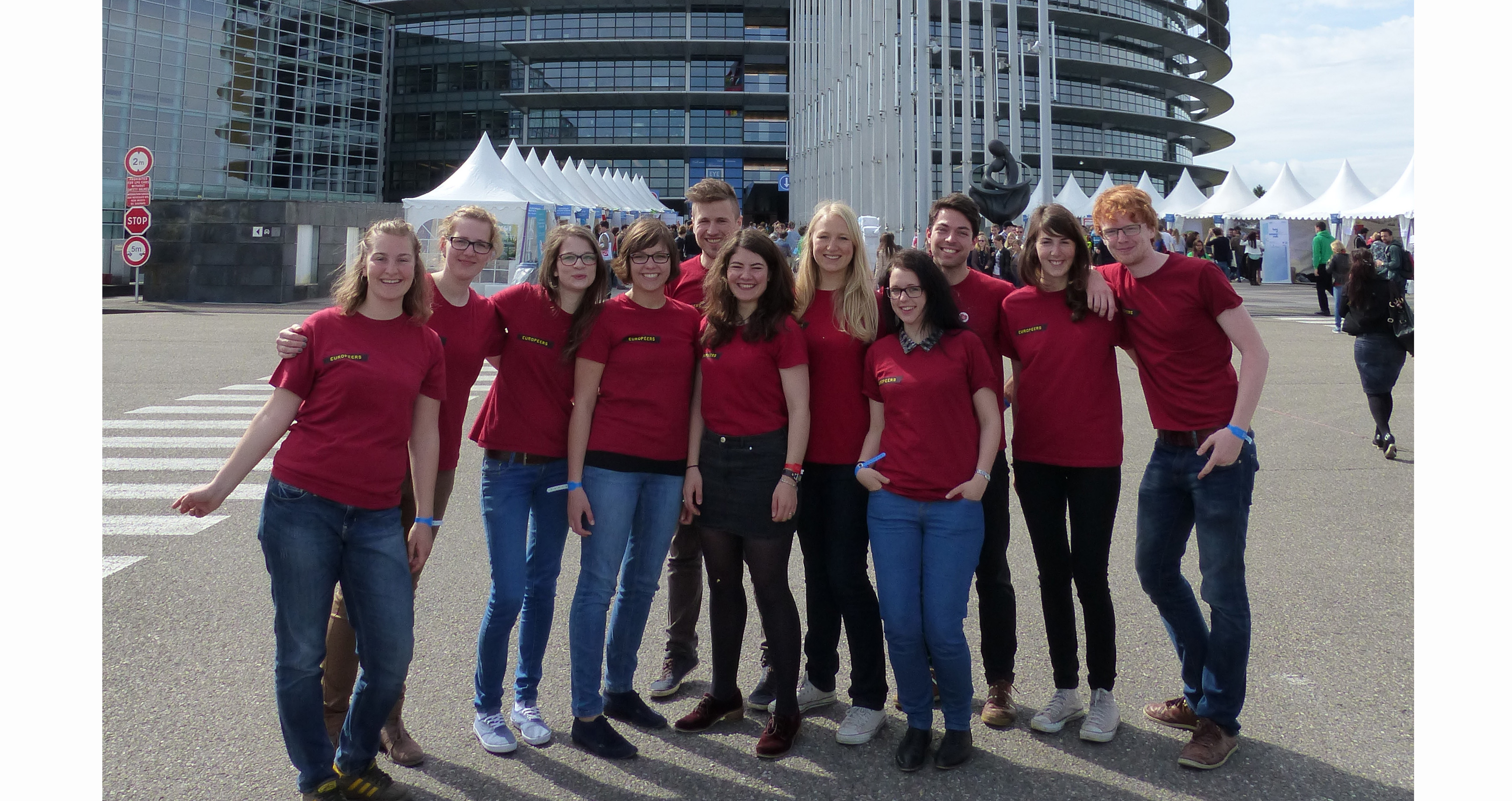 EuroPeers in front of the European Parliament in Strasbourg (© EuroPeers EYE 2014)
