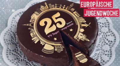 birthday cake for celebrating 25 years of EU youth programmes